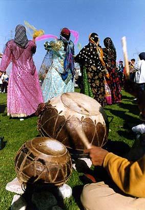 رقص دستمال بازی , رقص چوپی ,  زنان قوم لر